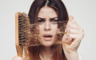 Выпадение волос после родов: причины появления и способы предотвращения