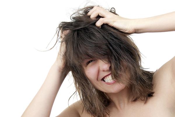 Зуд кожи головы: причины и методы лечения