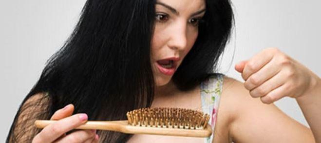 Выпадают волосы с луковицей причины у женщин