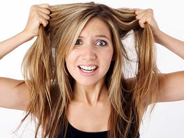 Выпадение прядей на фоне стресса: как сохранить шевелюру?