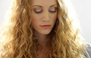 Какие средства против выпадения волос у женщин наиболее эффективны?