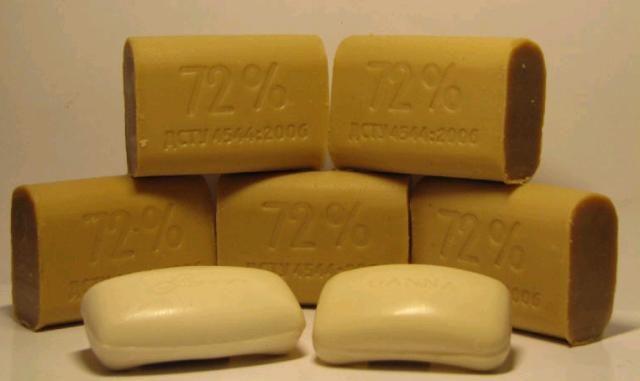 Применение хозяйственного мыла для ухода за локонами