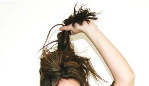Почему быстро пачкаются волосы и как решить проблему грязных локонов?