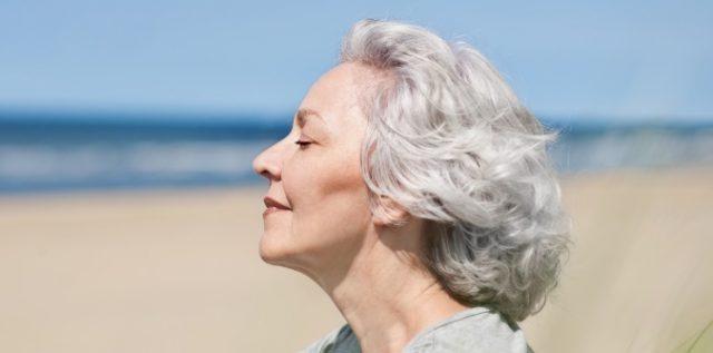 Что нужно знать об уходе за седыми волосами?